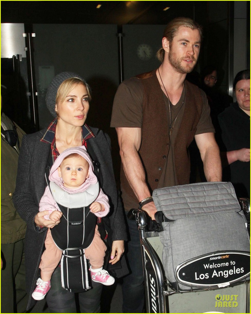 chris hemsworth & elsa pataky los angeles landing with india 022780376