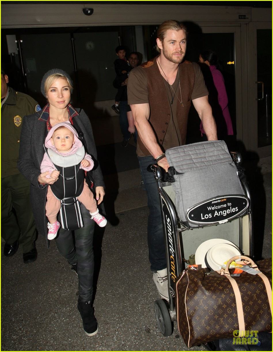 chris hemsworth & elsa pataky los angeles landing with india 082780382