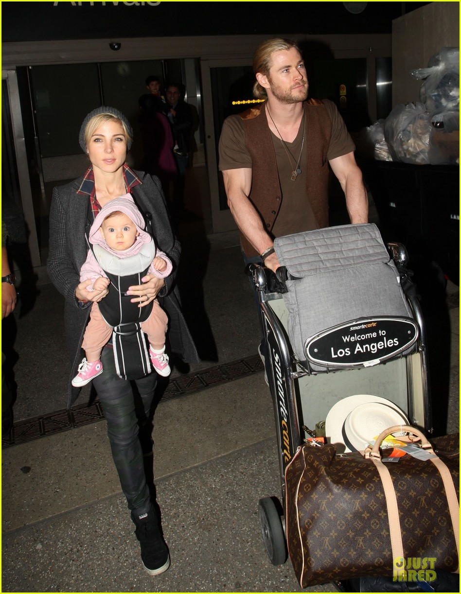 chris hemsworth & elsa pataky los angeles landing with india 102780384