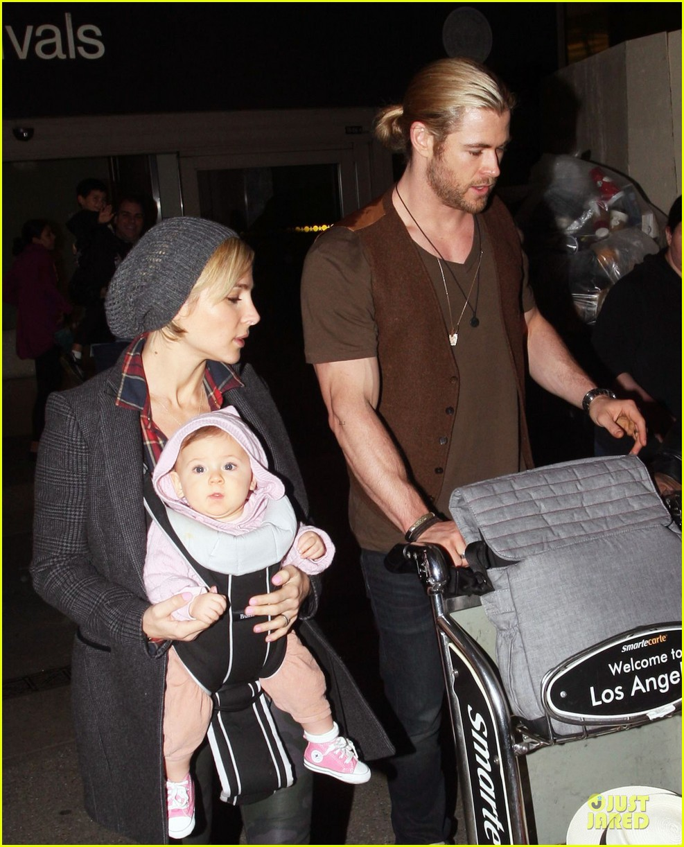 chris hemsworth & elsa pataky los angeles landing with india 112780385
