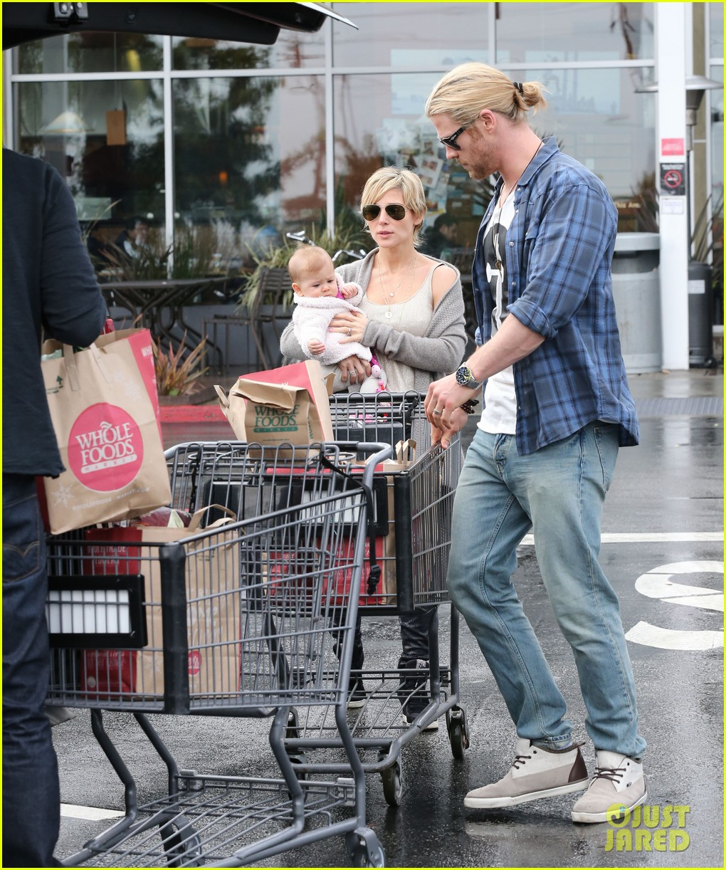chris liam hemsworth christmas eve dinner shopping 202780635
