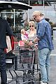 chris liam hemsworth christmas eve dinner shopping 22