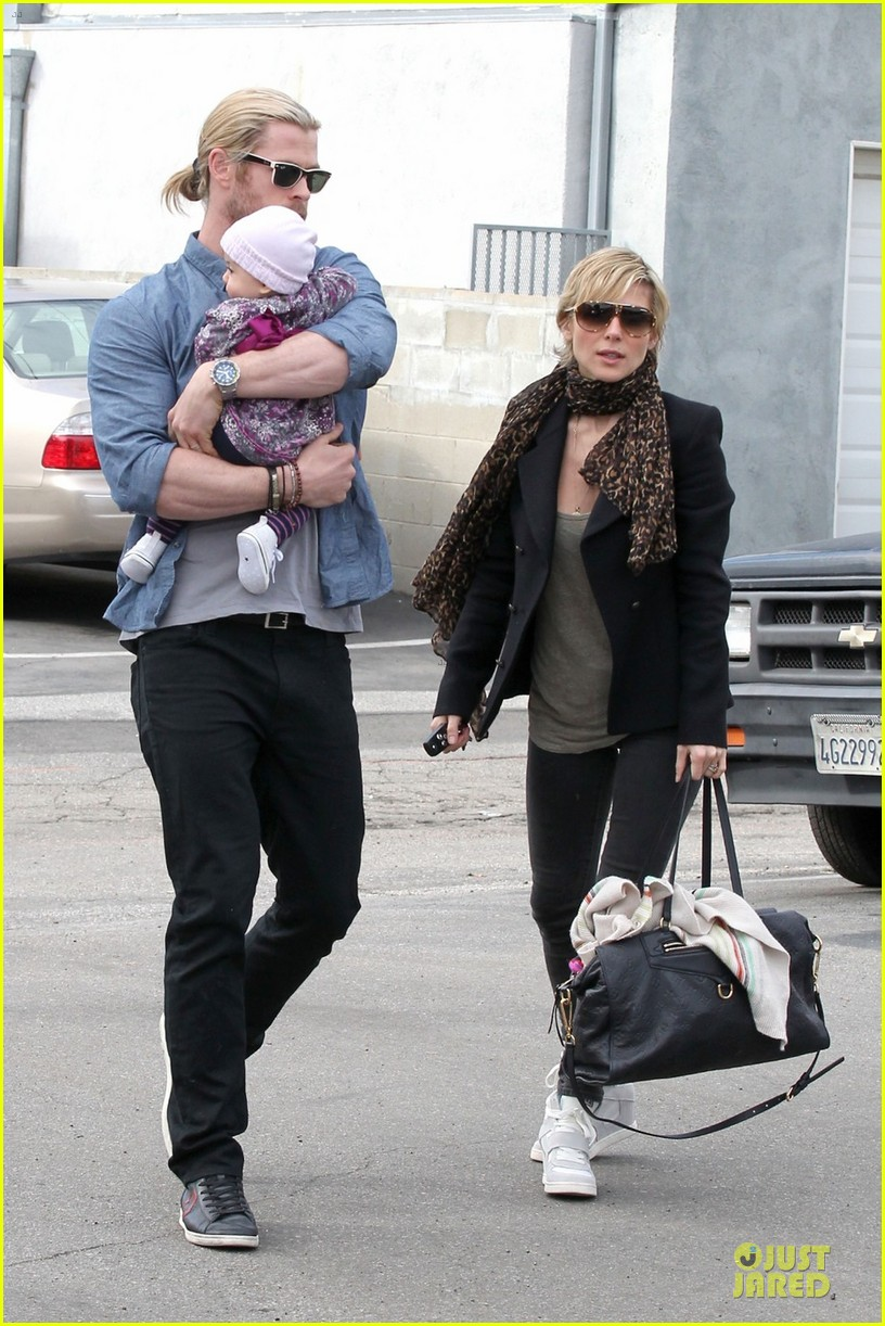 chris hemsworth & elsa pataky sunday lunch with liam hemsworth 012782663