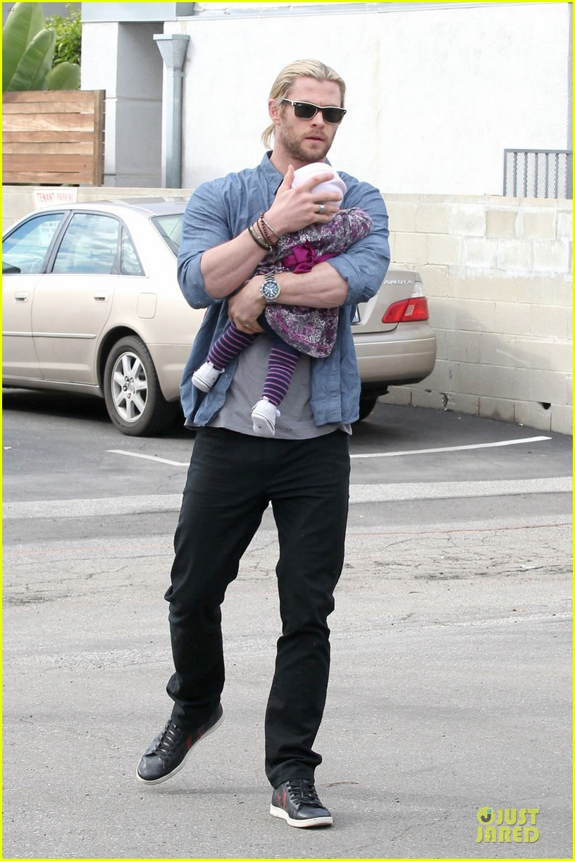 chris hemsworth & elsa pataky sunday lunch with liam hemsworth 07