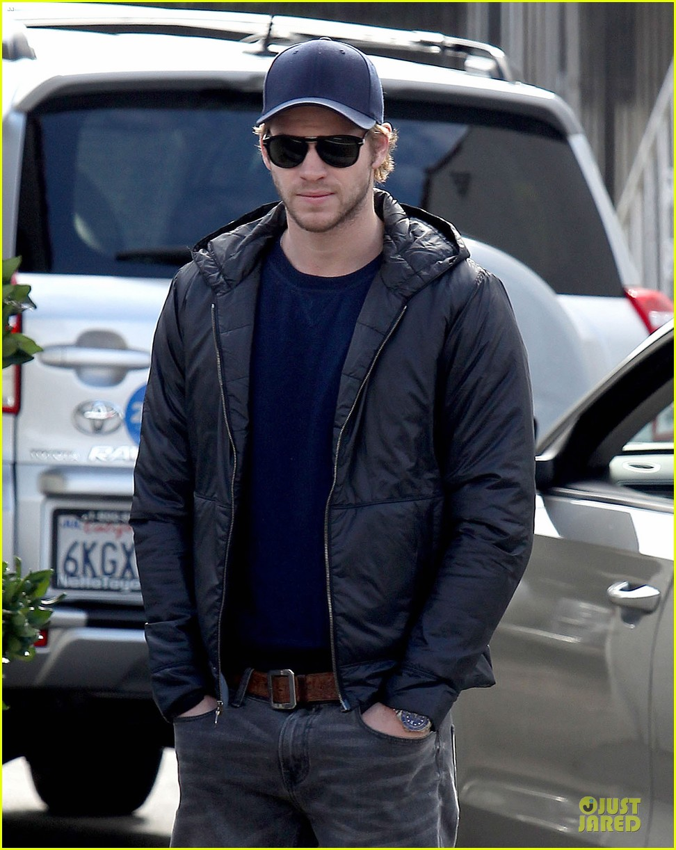 chris hemsworth & elsa pataky sunday lunch with liam hemsworth 152782677