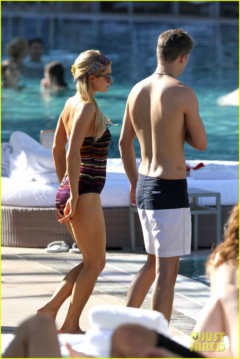 paris hilton shirtless river viiperi miami pool pair 07