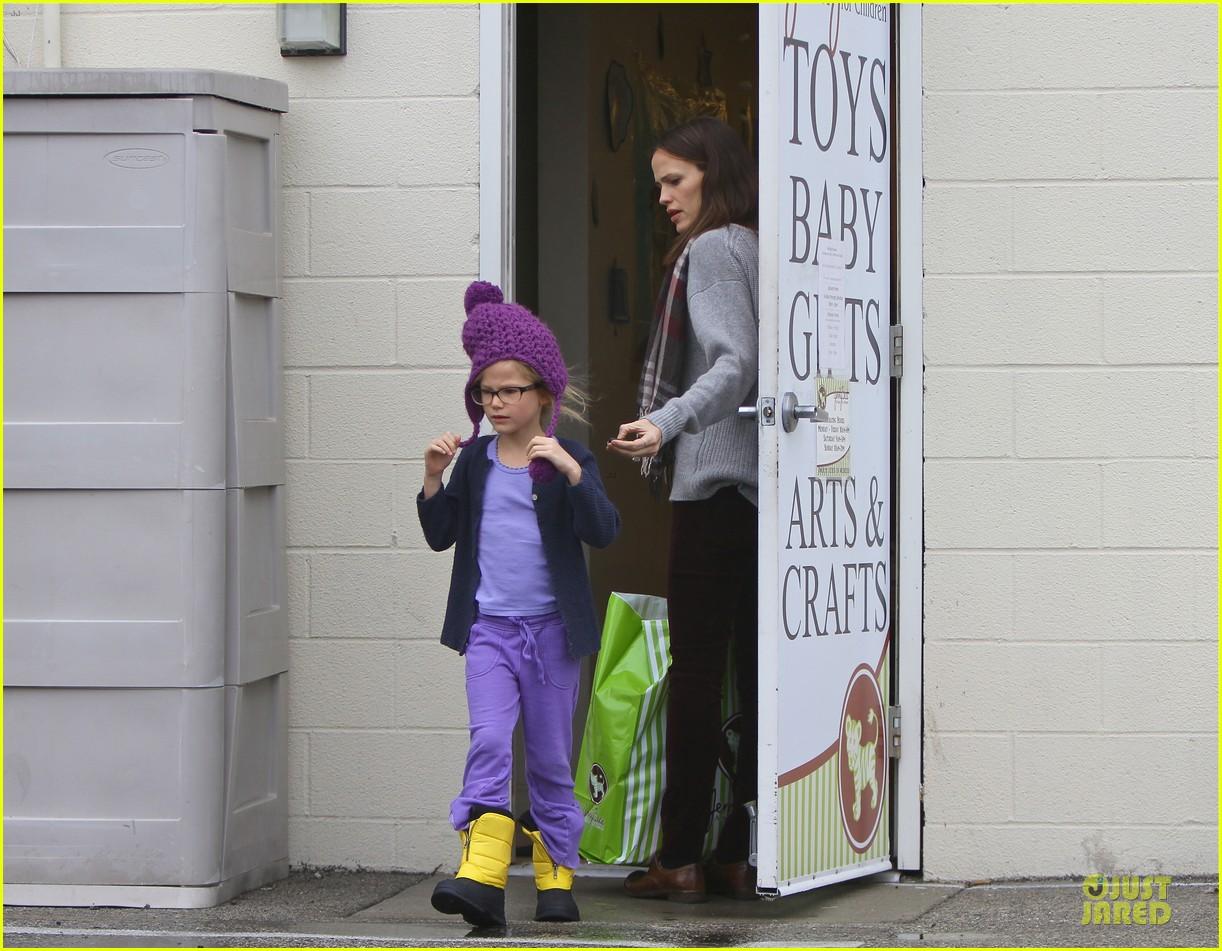jennifer garner & ben affleck holiday shopping with the girls 092776891