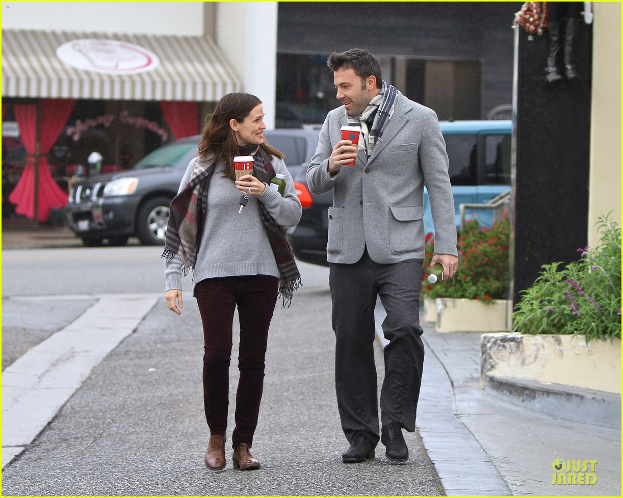 jennifer garner & ben affleck holiday shopping with the girls 112776893