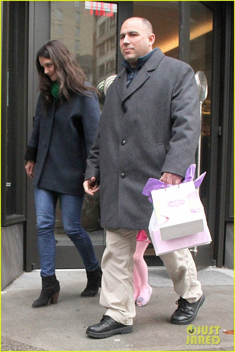 katie holmes birthday breakfast with suri 112777913