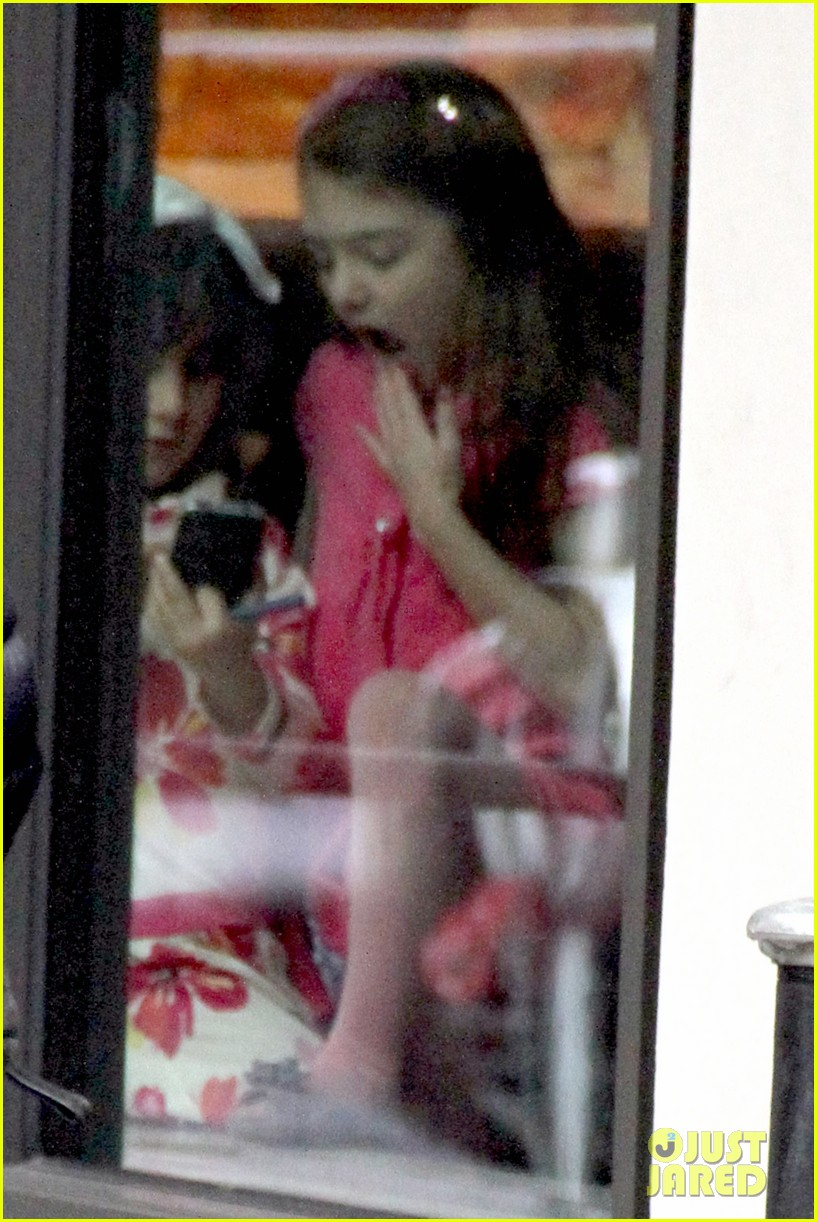 katie holmes birthday breakfast with suri 142777916