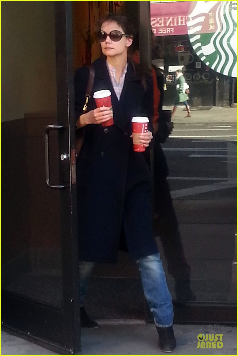 katie holmes coffee stop at starbucks 032782063