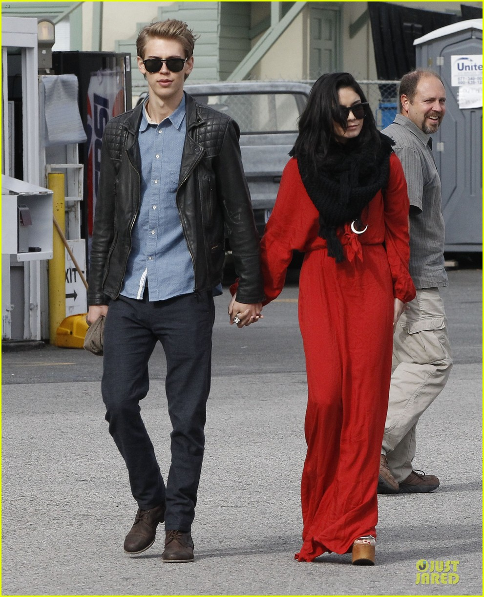 vanessa hudgens & austin butler church going couple 122782619