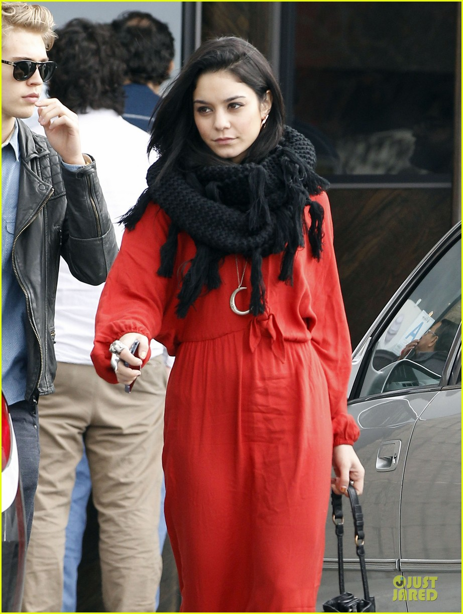 vanessa hudgens & austin butler church going couple 18