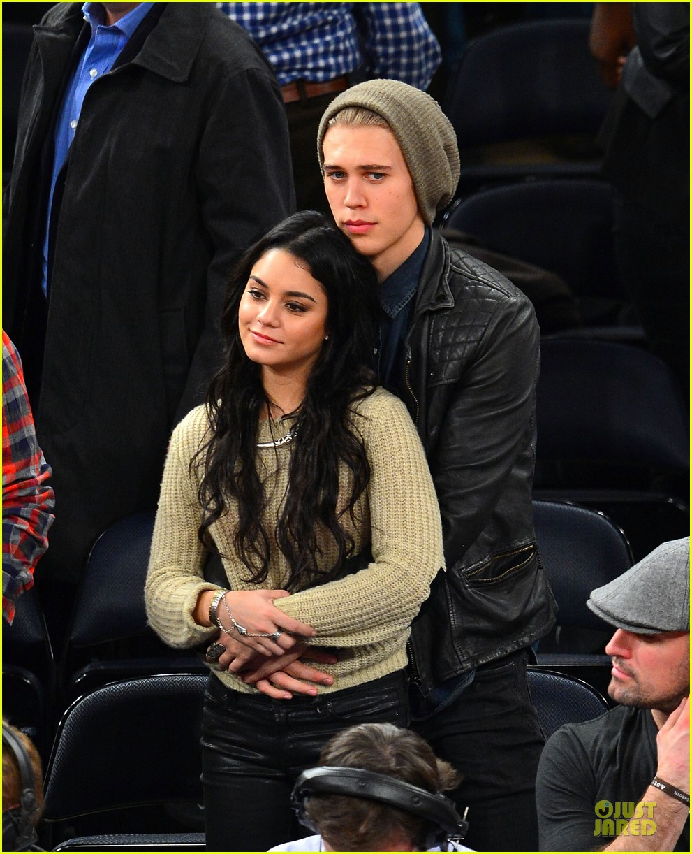 vanessa hudgens austin butler new york knicks spectators 012776420