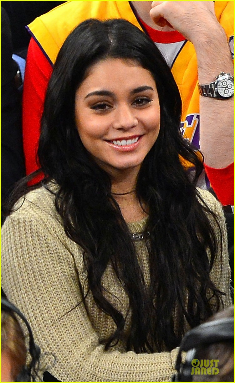 vanessa hudgens austin butler new york knicks spectators 022776421
