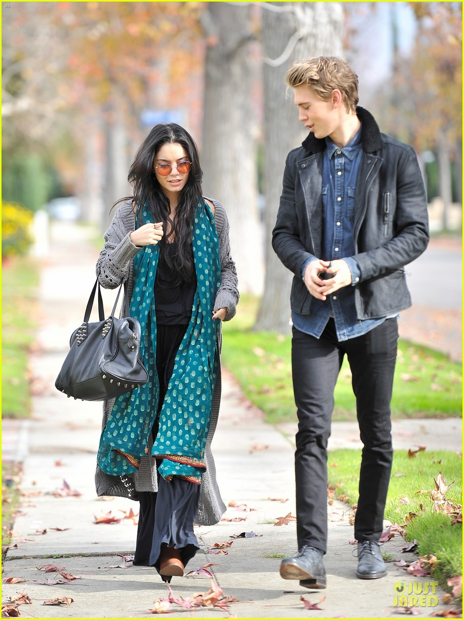 vanessa hudgens & austin butler holiday party couple 01