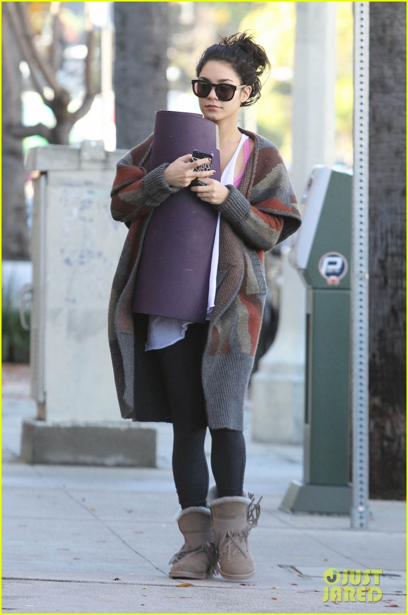 vanessa hudgens post christmas yoga class 05