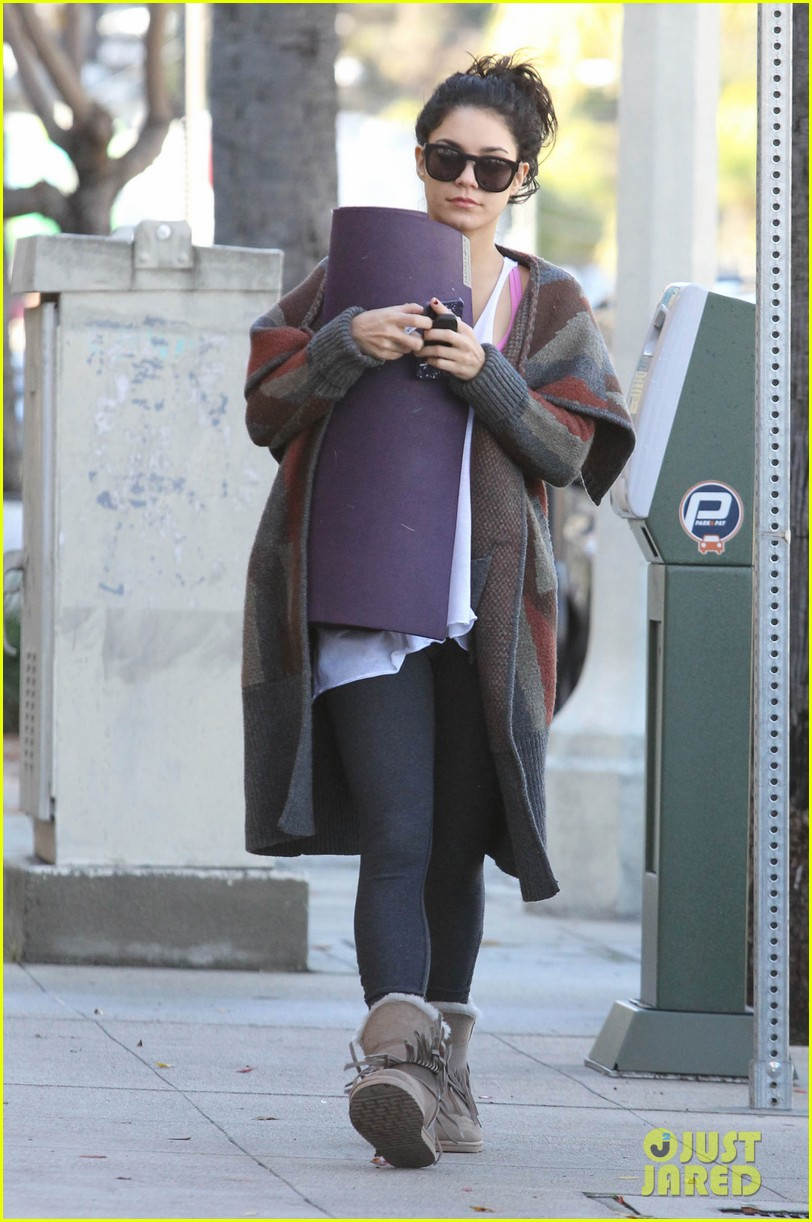vanessa hudgens post christmas yoga class 062781107
