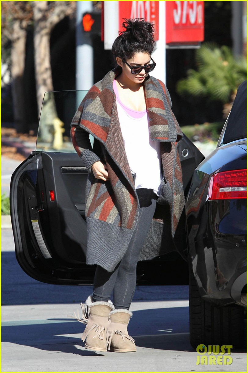 vanessa hudgens post christmas yoga class 07