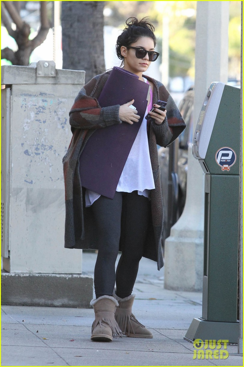 vanessa hudgens post christmas yoga class 102781111