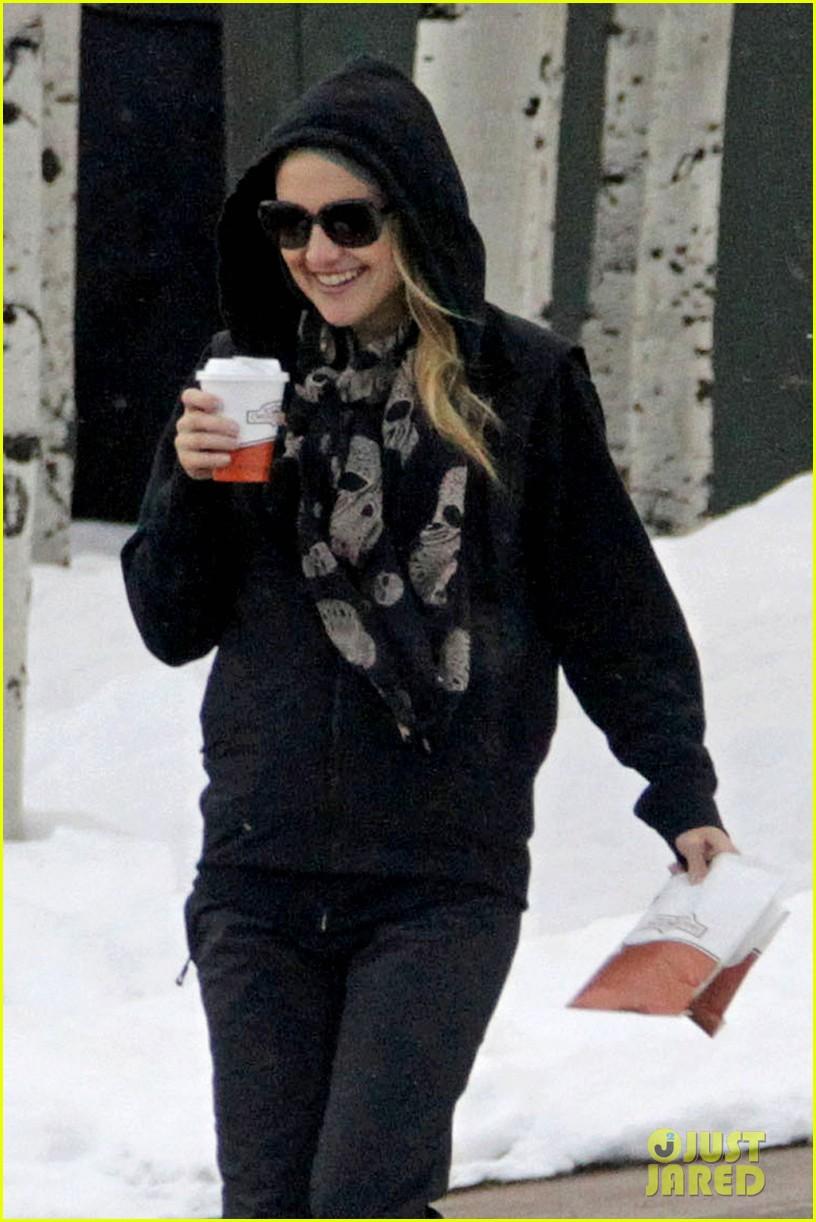 kate hudson matt bellamy snowy aspen stroll 022781176