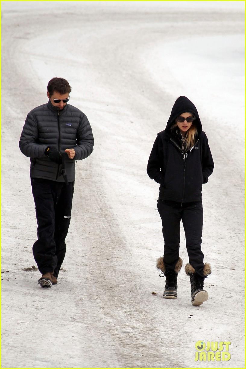 kate hudson matt bellamy snowy aspen stroll 062781180