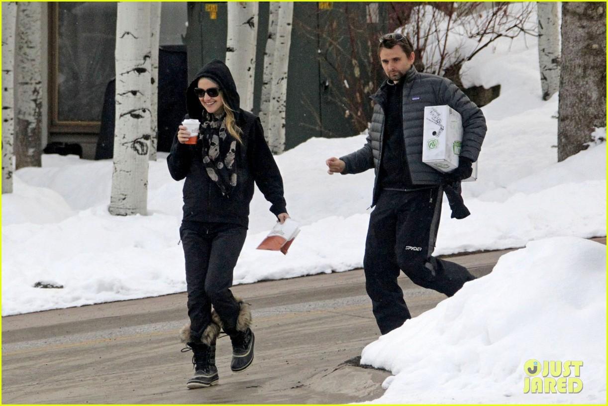 kate hudson matt bellamy snowy aspen stroll 092781183