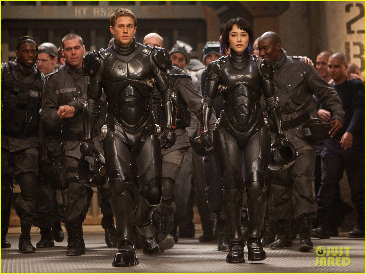 charlie hunnam pacific rim trailer watch now 012774704