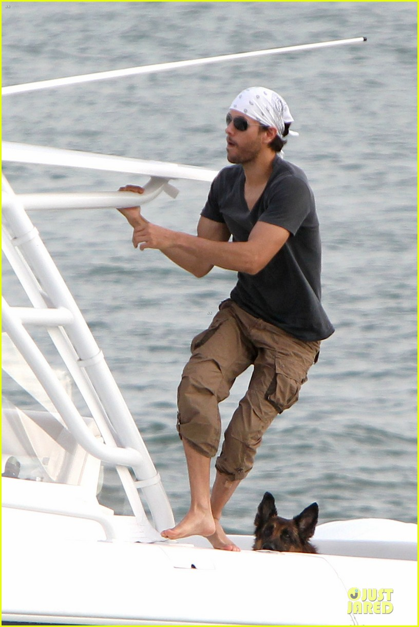 enrique iglesias miami boating couple 032777175