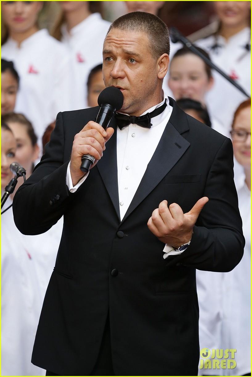 hugh jackman russell crowe les miserables australian premiere 012779142