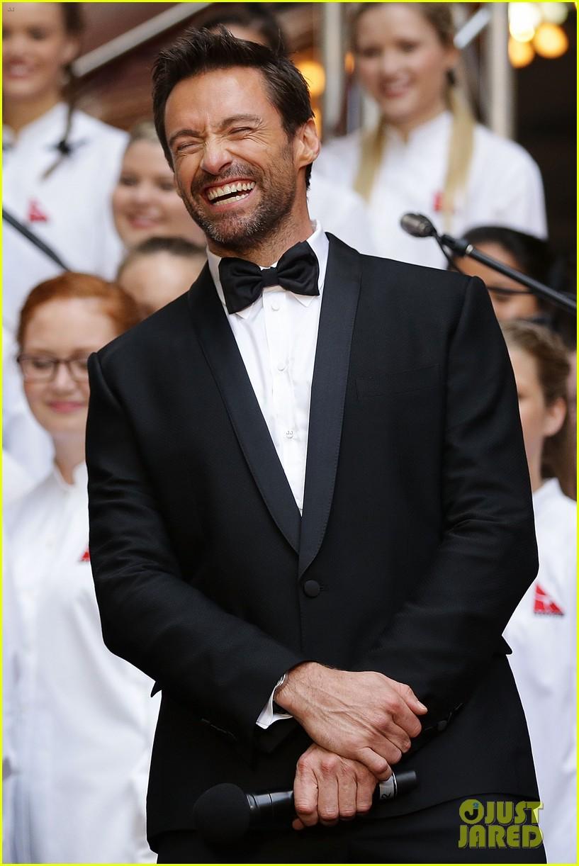 hugh jackman russell crowe les miserables australian premiere 092779150