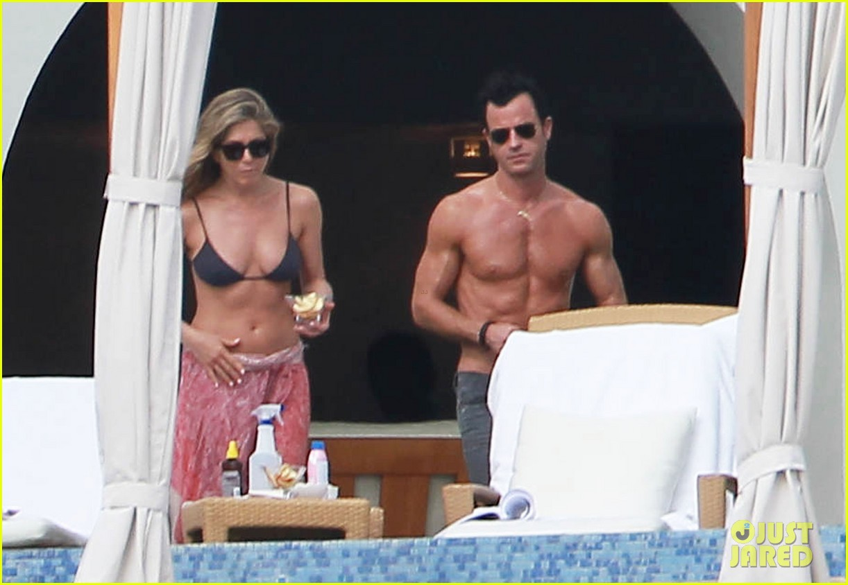 jennifer aniston bikini tanning with justin theroux 162781430