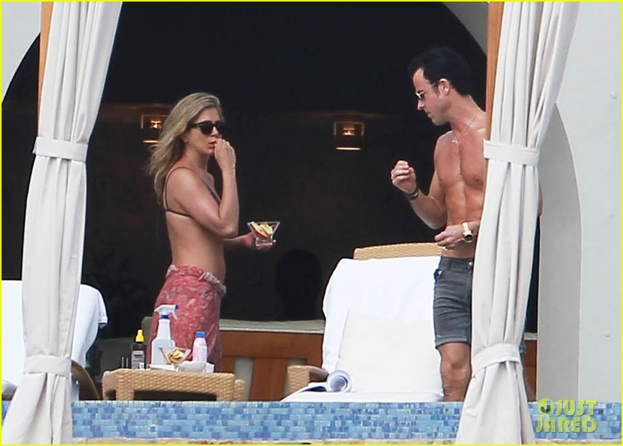jennifer aniston bikini tanning with justin theroux 182781432