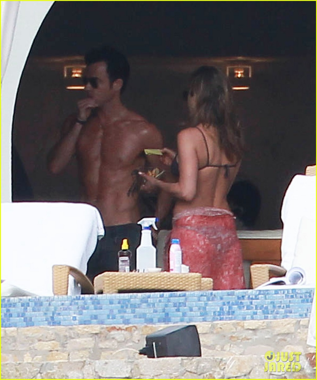 jennifer aniston bikini tanning with justin theroux 202781434