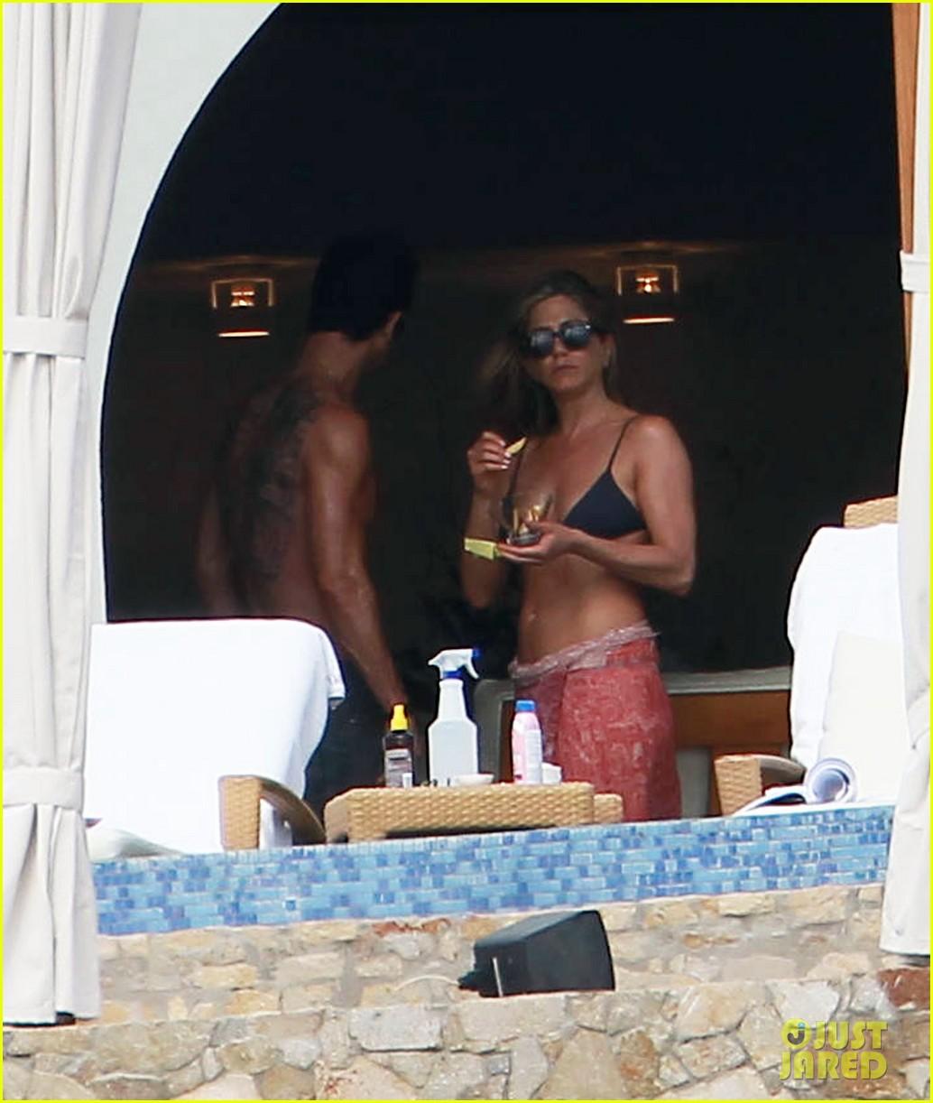 jennifer aniston bikini tanning with justin theroux 212781435
