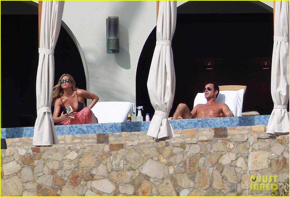 jennifer aniston bikini tanning with justin theroux 242781438