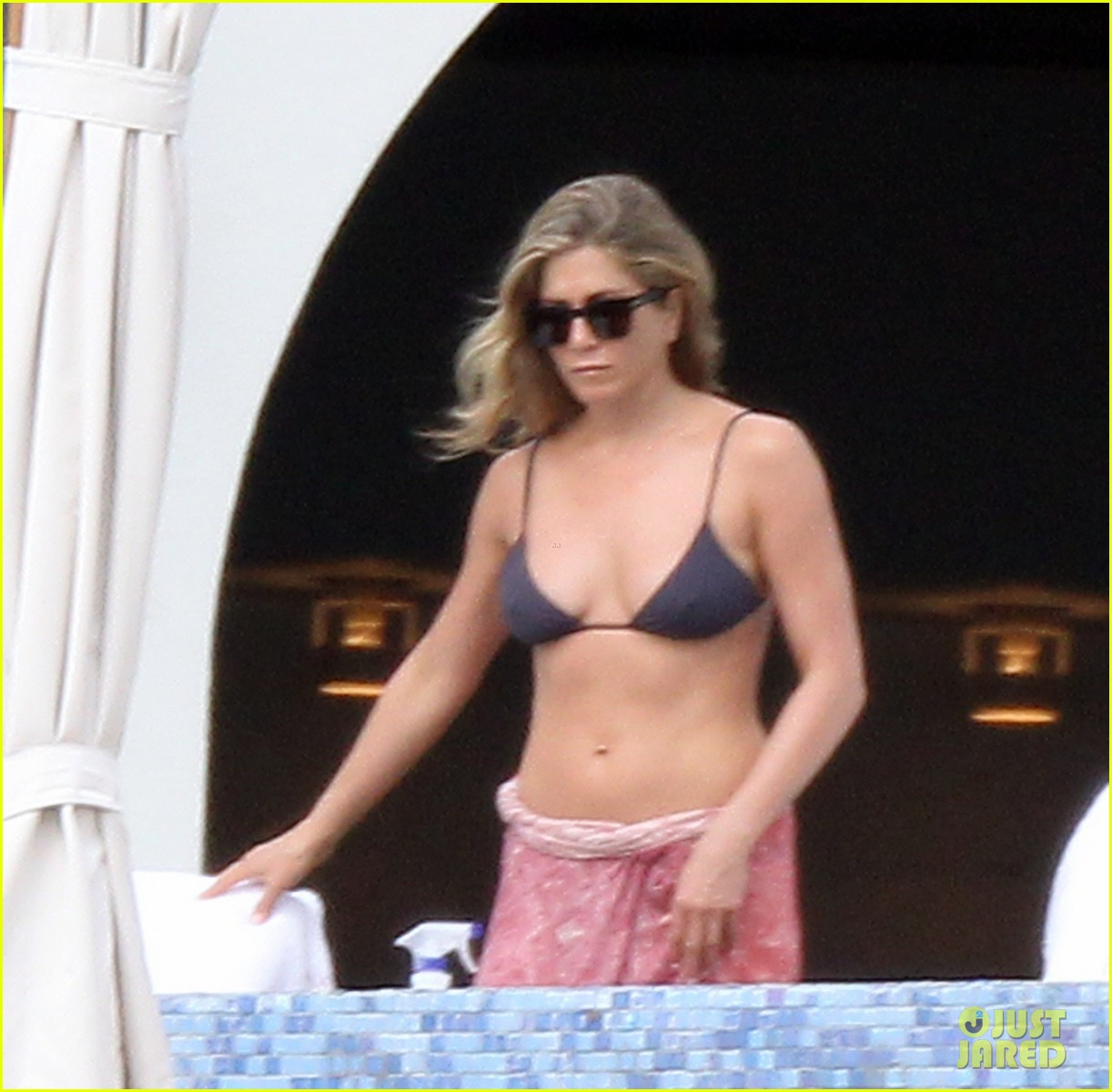 jennifer aniston bikini tanning with justin theroux 272781441
