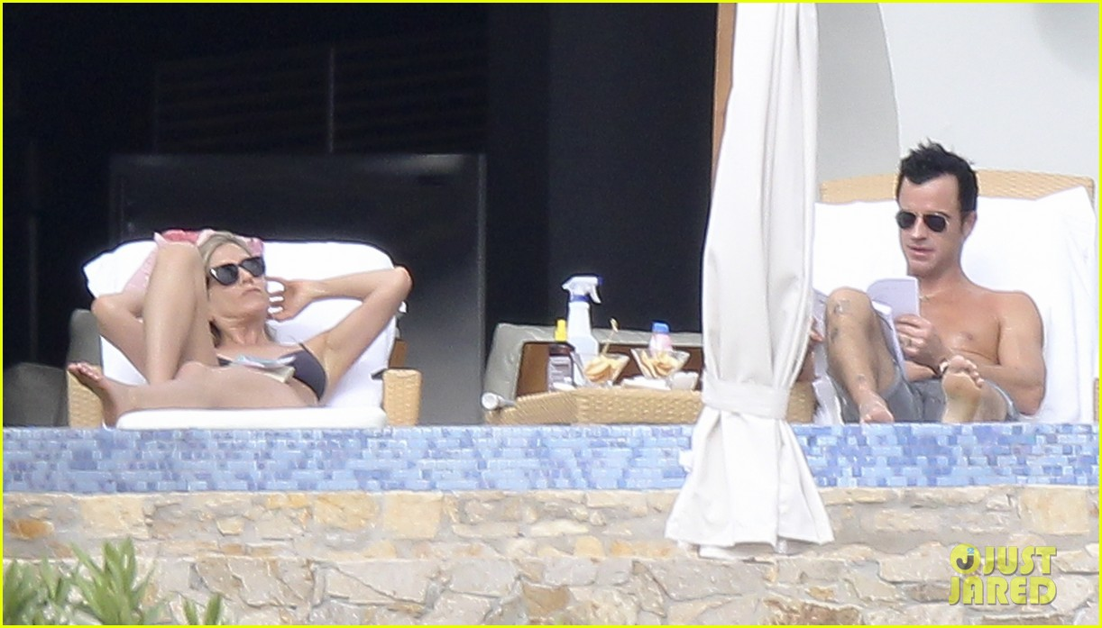 jennifer aniston bikini tanning with justin theroux 292781443