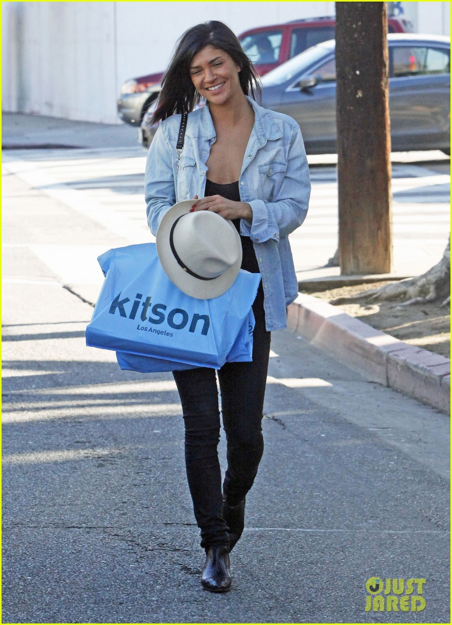 jessica szohr holiday shopping giggles 032779192