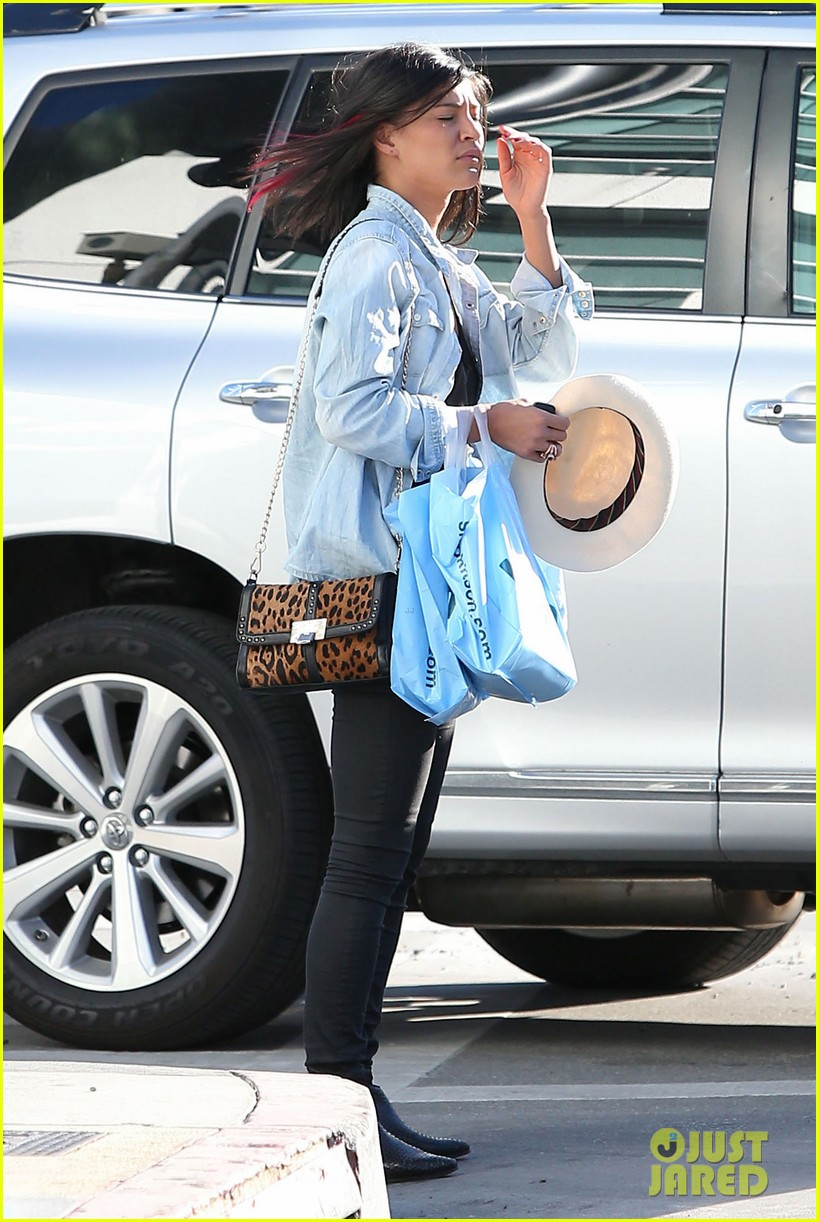 jessica szohr holiday shopping giggles 12