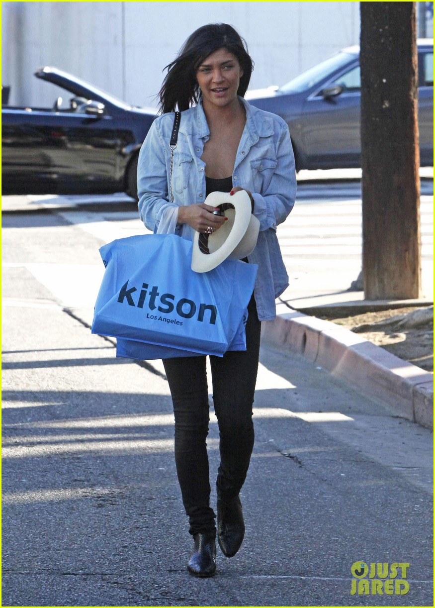 jessica szohr holiday shopping giggles 152779204