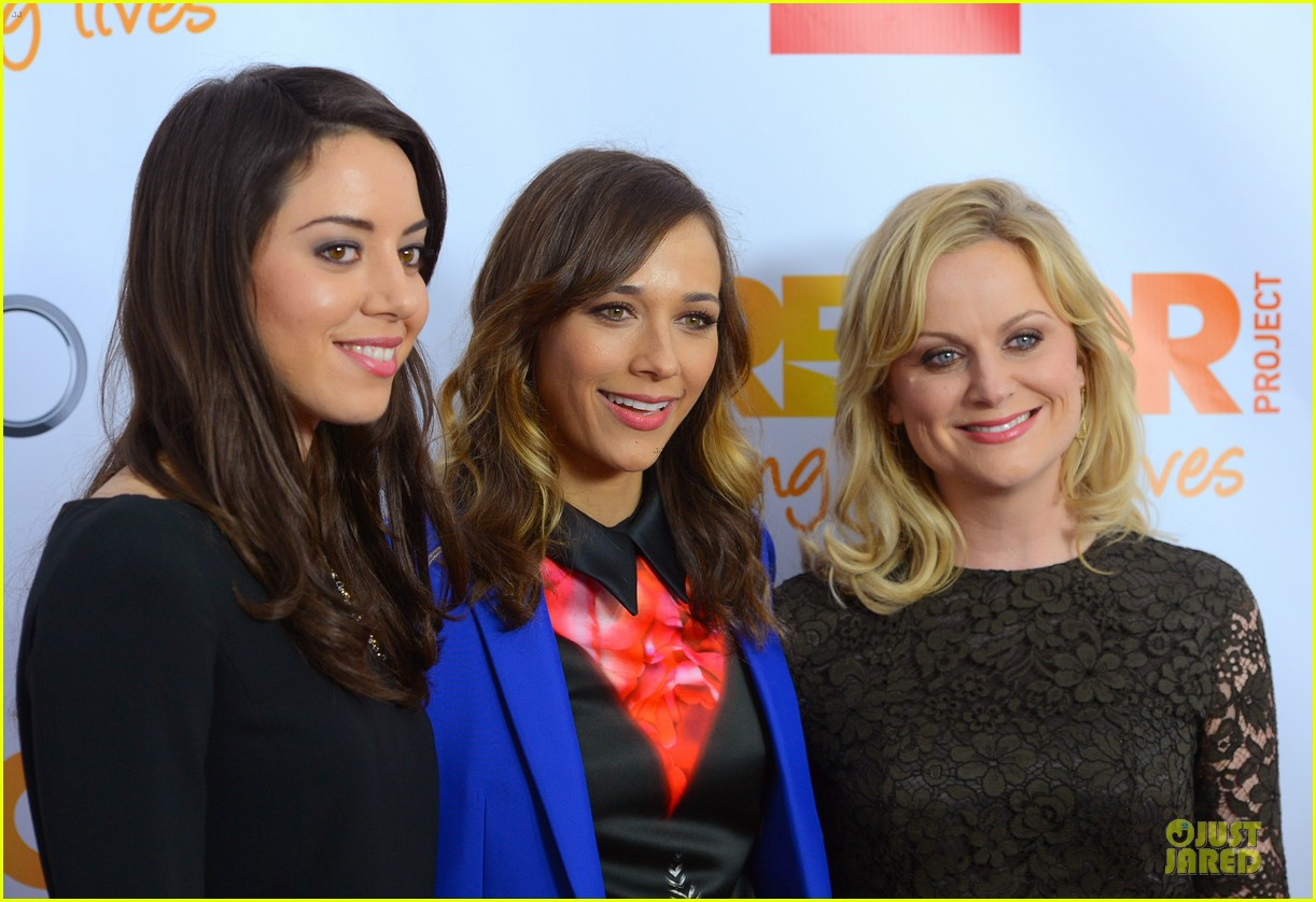 rashida jones amy poehler trevor live 2012 02