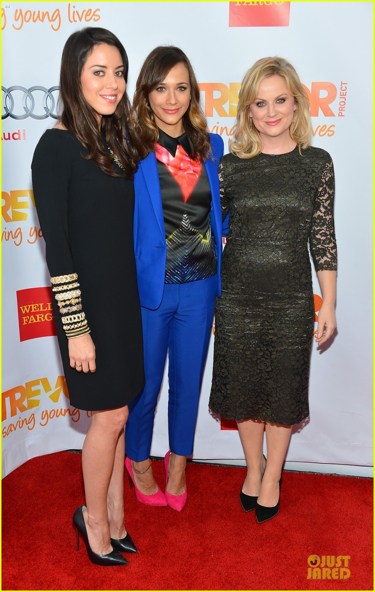 rashida jones amy poehler trevor live 2012 122768163