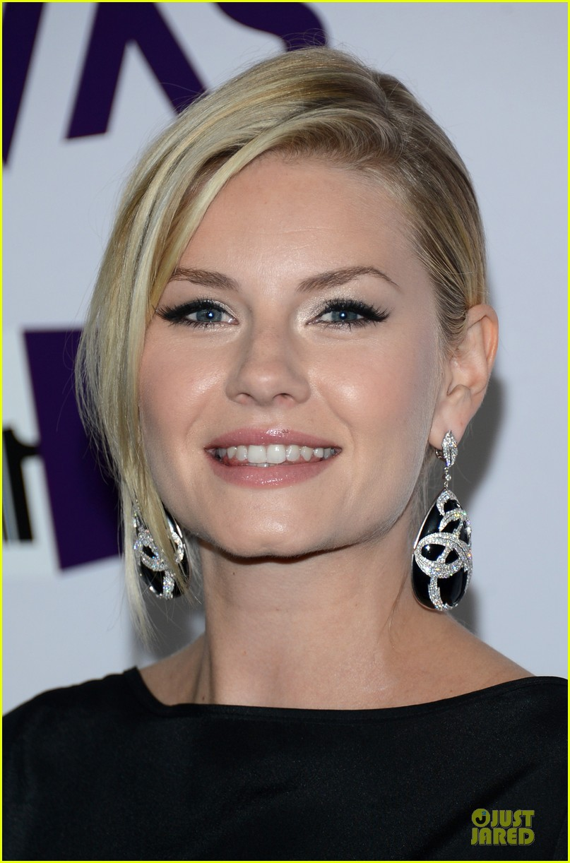 stacy keibler & elisha cuthbert vh1 divas red carpet 022777013
