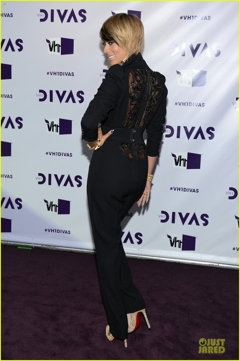 stacy keibler & elisha cuthbert vh1 divas red carpet 10