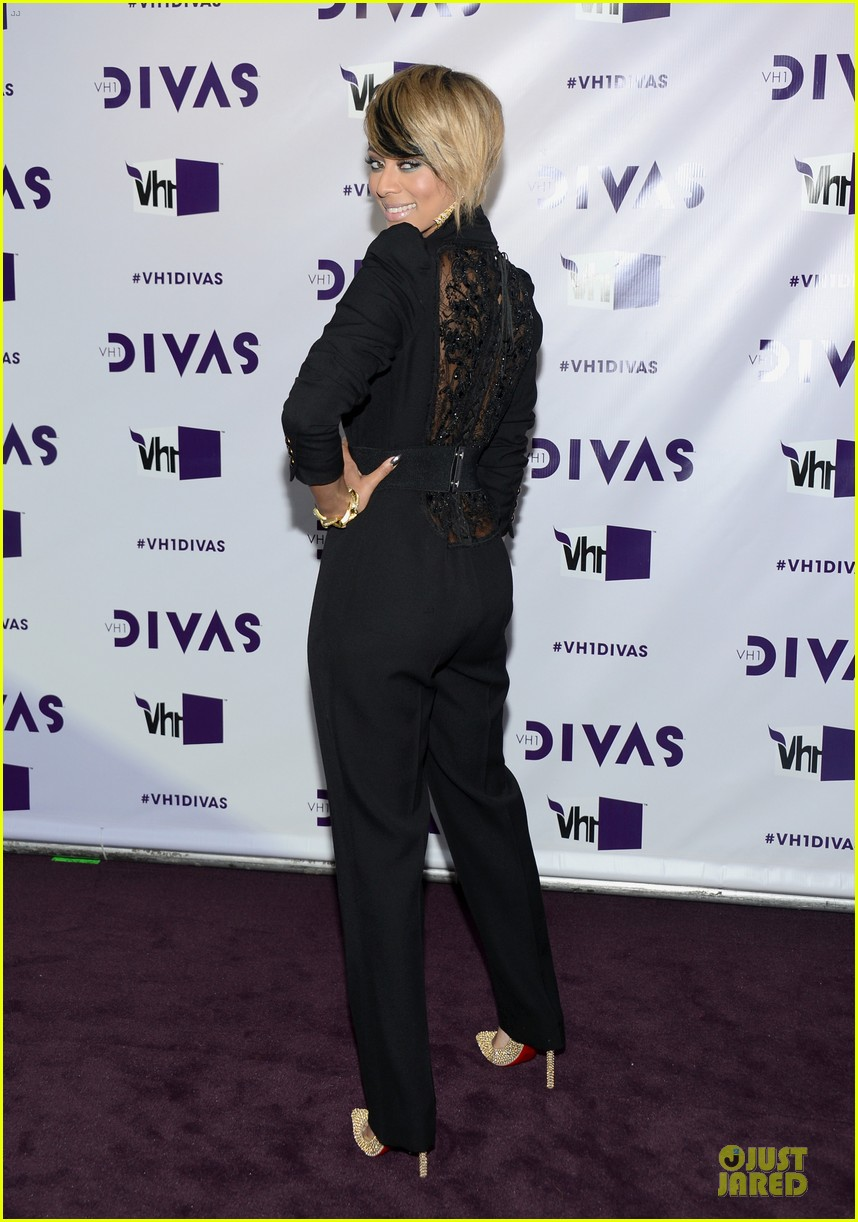 stacy keibler & elisha cuthbert vh1 divas red carpet 182777029
