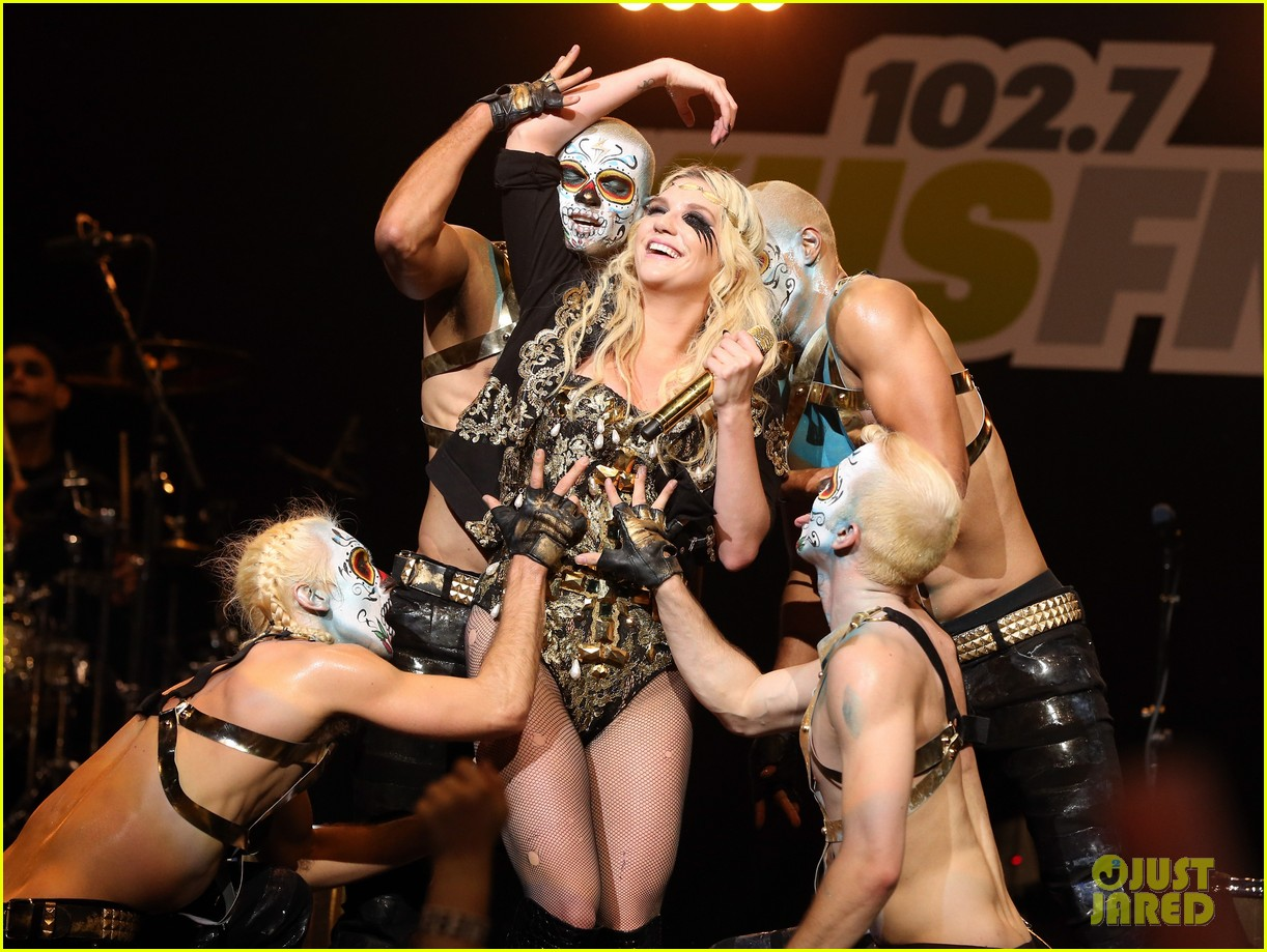 kesha alicia keys kiis fms jingle ball 2012 02