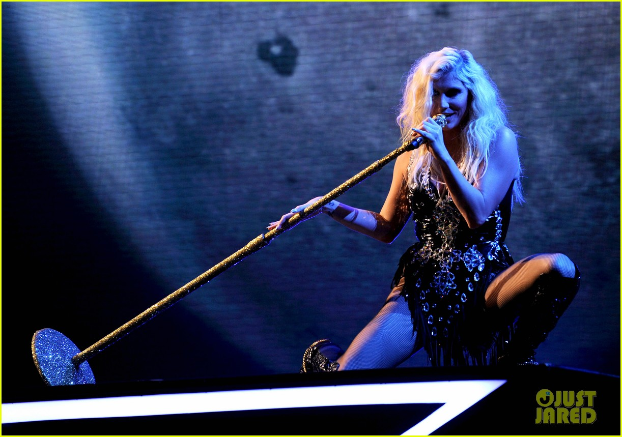 kesha performs cmon on the x factor watch now 042771097