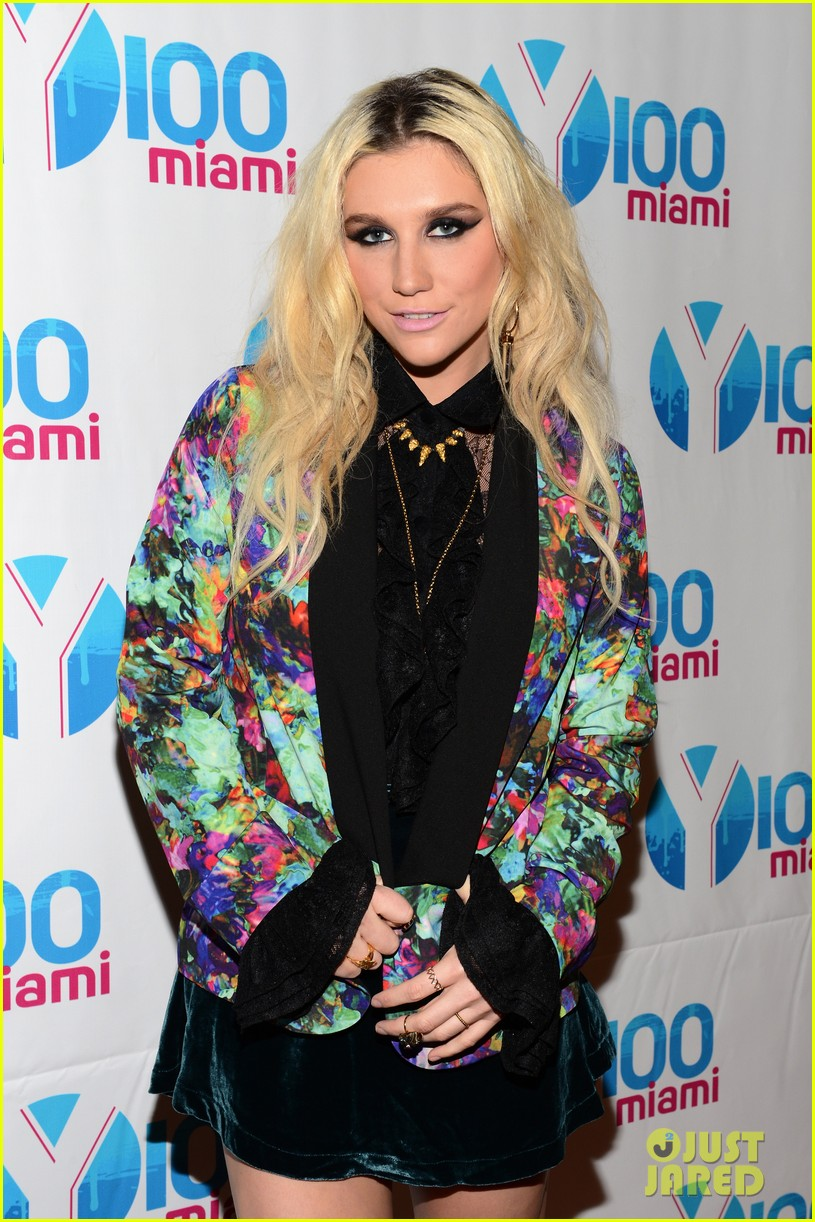kesha cher lloyd y100 jingle ball 2012 032773115