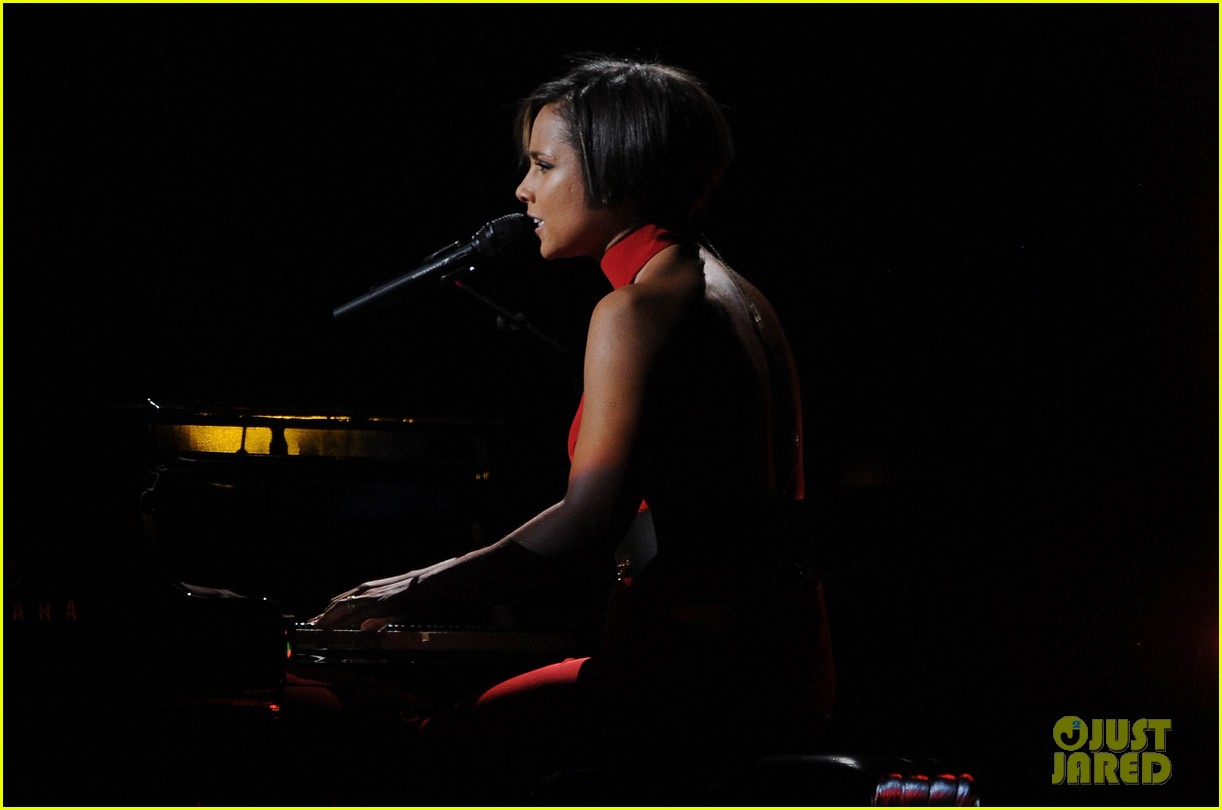 alicia keys 12 12 12 concert performer 052775183